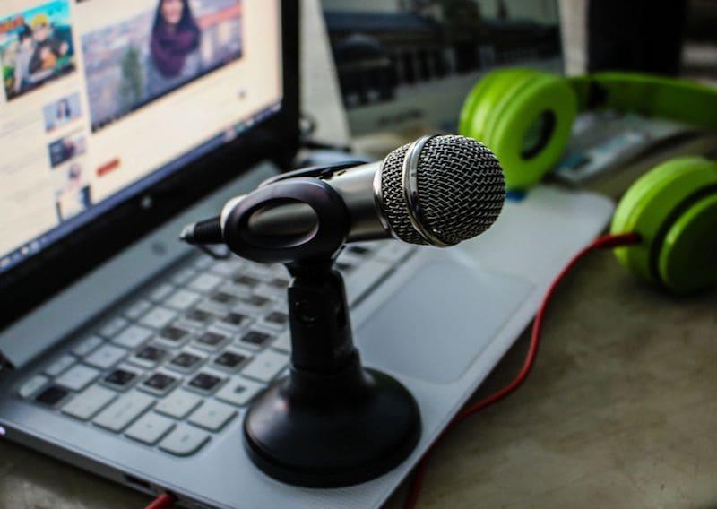Dolmetscher-Mikrophon-Kopfhörer